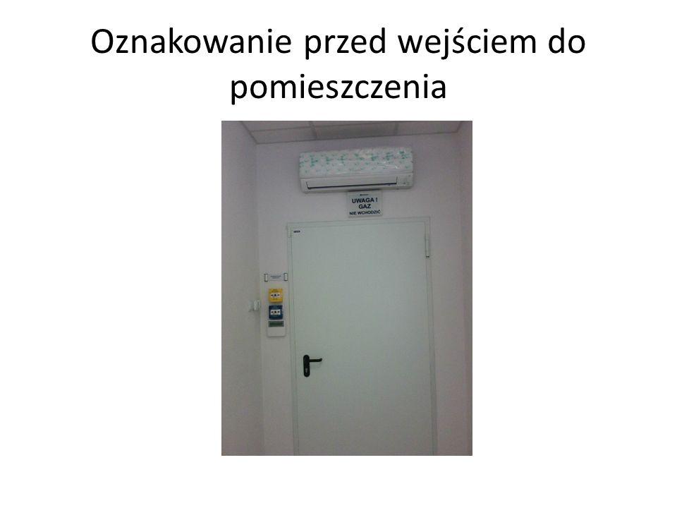 Oznakowanie przed wejściem do pomieszczenia