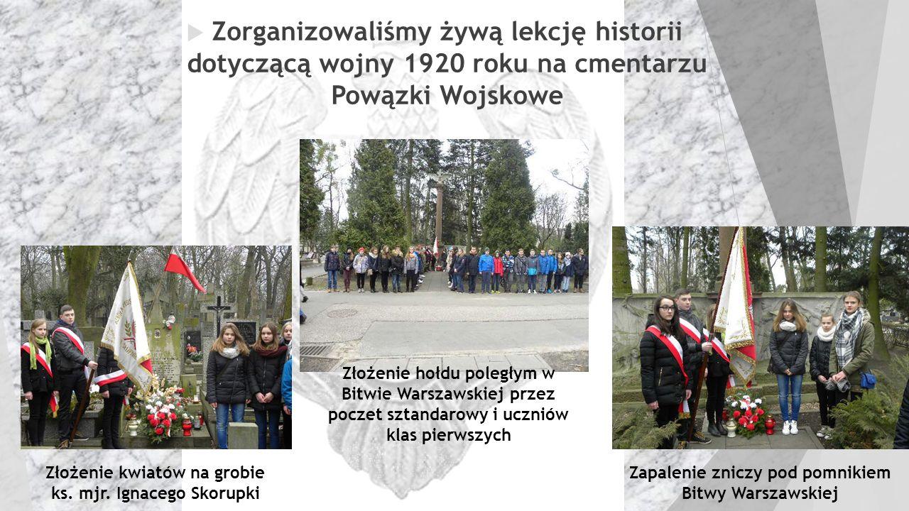 Zorganizowaliśmy żywą lekcję historii dotyczącą wojny 1920 roku na cmentarzu Powązki Wojskowe Złożenie kwiatów na grobie ks. mjr. Ignacego Skorupki