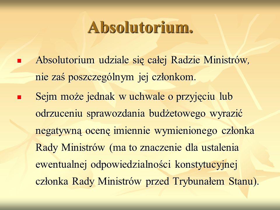 Absolutorium. Absolutorium udziale się całej Radzie Ministrów, nie zaś poszczególnym jej członkom.