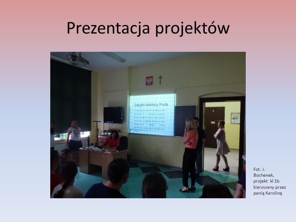 Prezentacja projektów Fot. J. Bochenek, projekt kl 1b kierowany przez panią Karolinę