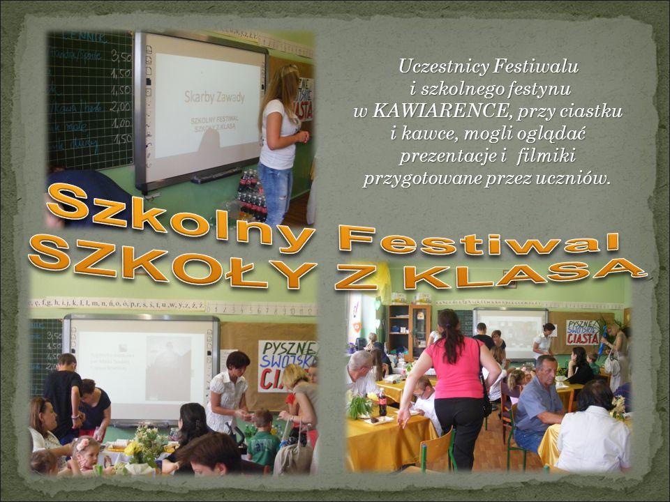 Uczestnicy Festiwalu i szkolnego festynu i szkolnego festynu w KAWIARENCE, przy ciastku i kawce, mogli oglądać prezentacje i filmiki przygotowane przez uczniów.