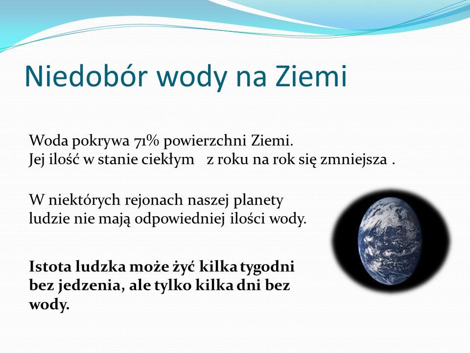 """Woda jest bardzo dobrym rozpuszczalnikiem dla substancji polarnych. Większość występującej na Ziemi wody jest """"słona"""" (około 97,38%). W naturalnej wod"""