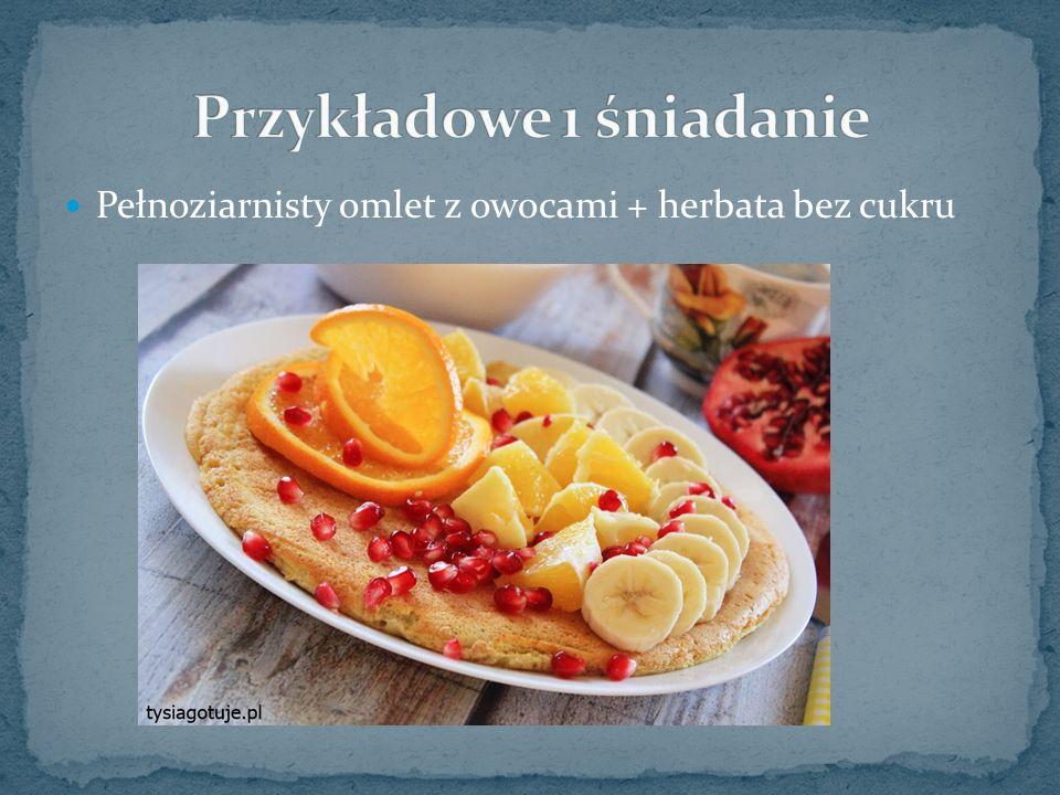 Pełnoziarnisty omlet z owocami + herbata bez cukru