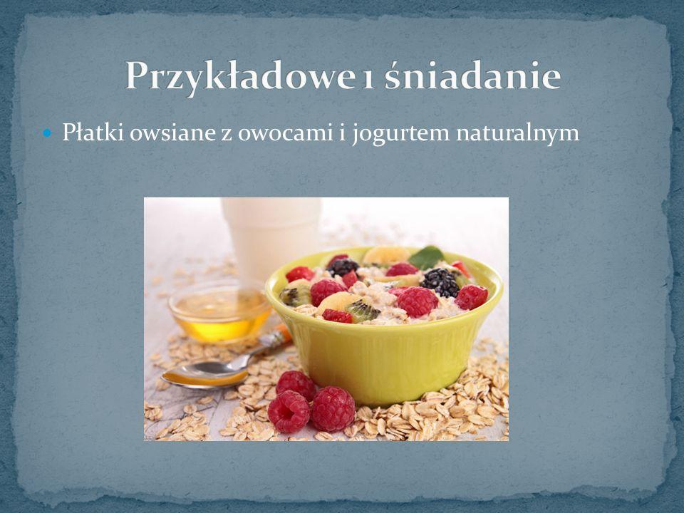 Płatki owsiane z owocami i jogurtem naturalnym