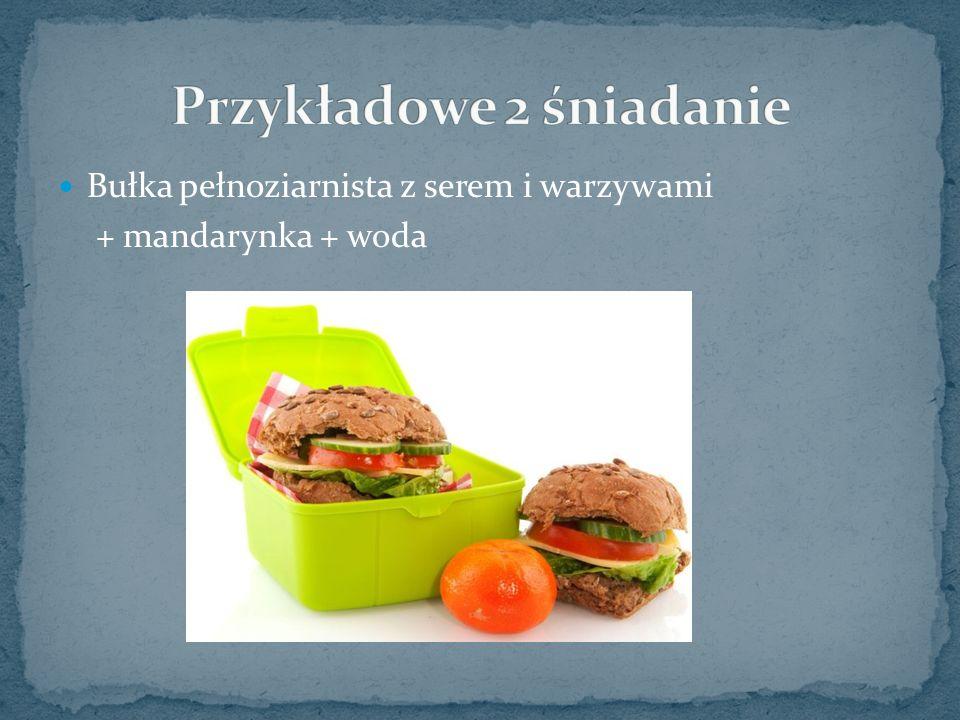 Bułka pełnoziarnista z serem i warzywami + mandarynka + woda