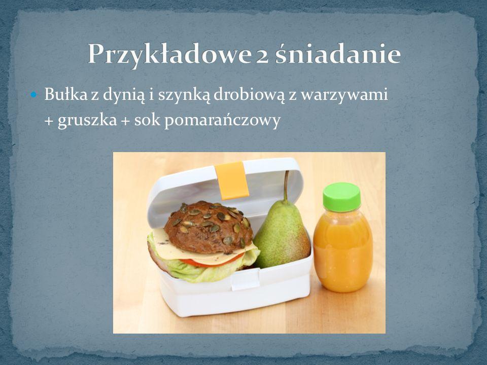 Bułka z dynią i szynką drobiową z warzywami + gruszka + sok pomarańczowy