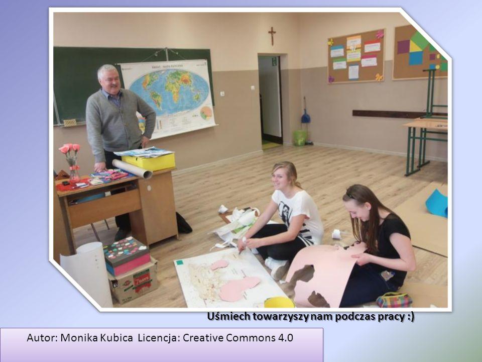 Autor: Monika Kubica Licencja: Creative Commons 4.0 Autor: Monika Kubica Licencja: Creative Commons 4.0 Uśmiech towarzyszy nam podczas pracy :)
