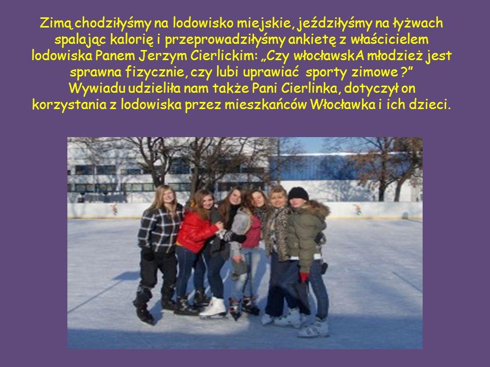 """Zimą chodziłyśmy na lodowisko miejskie, jeździłyśmy na łyżwach spalając kalorię i przeprowadziłyśmy ankietę z właścicielem lodowiska Panem Jerzym Cierlickim: """"Czy włocławskA młodzież jest sprawna fizycznie, czy lubi uprawiać sporty zimowe ? Wywiadu udzieliła nam także Pani Cierlinka, dotyczył on korzystania z lodowiska przez mieszkańców Włocławka i ich dzieci."""