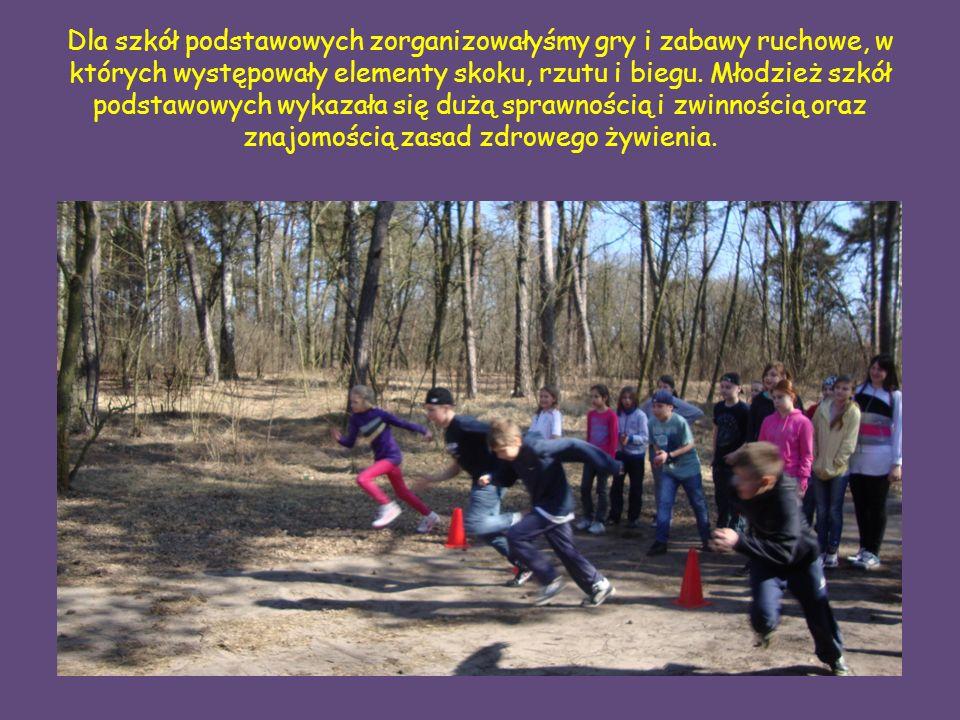 Dla szkół podstawowych zorganizowałyśmy gry i zabawy ruchowe, w których występowały elementy skoku, rzutu i biegu.