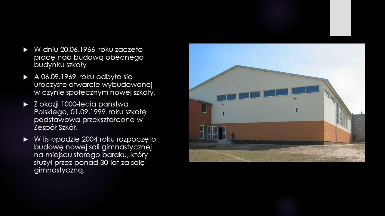  W dniu 20.06.1966 roku zaczęto pracę nad budową obecnego budynku szkoły  A 06.09.1969 roku odbyło się uroczyste otwarcie wybudowanej w czynie społe