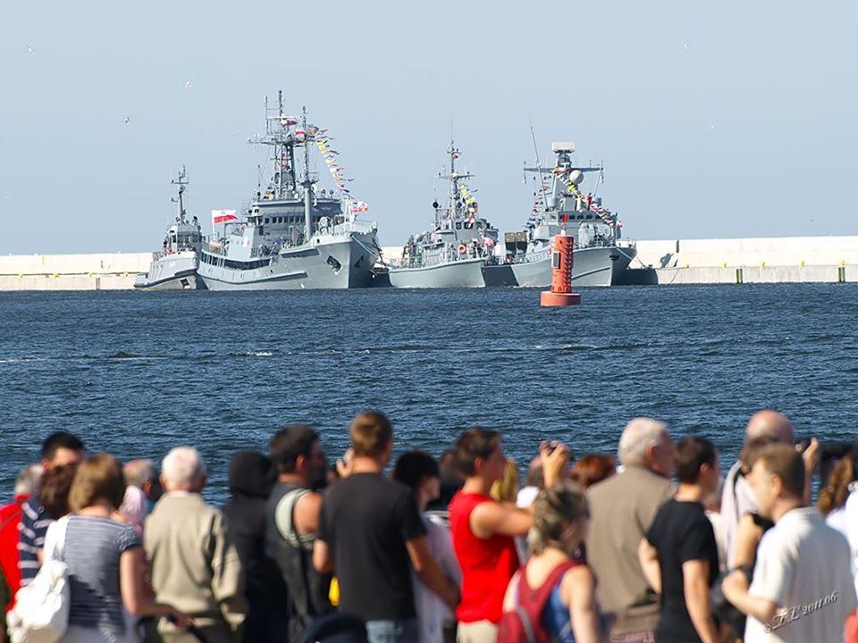 """Niszczyciel min – polska MW posiada trzy okręty tego typu ORP """"Flaming , ORP """"Mewa i ORP """"Czajka ."""