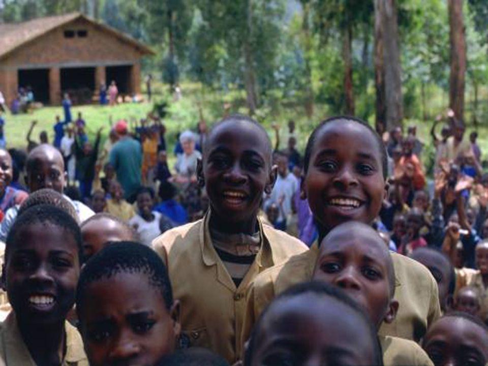 Siostry Misjonarki ze Zgromadzenia Sióstr S ł u ż ek NMPN i Sióstr Dominikanek pracuj ą ce w Rwandzie.