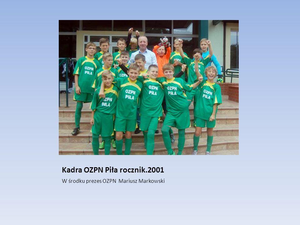 Kadra OZPN Piła rocznik.2001 W środku prezes OZPN Mariusz Markowski