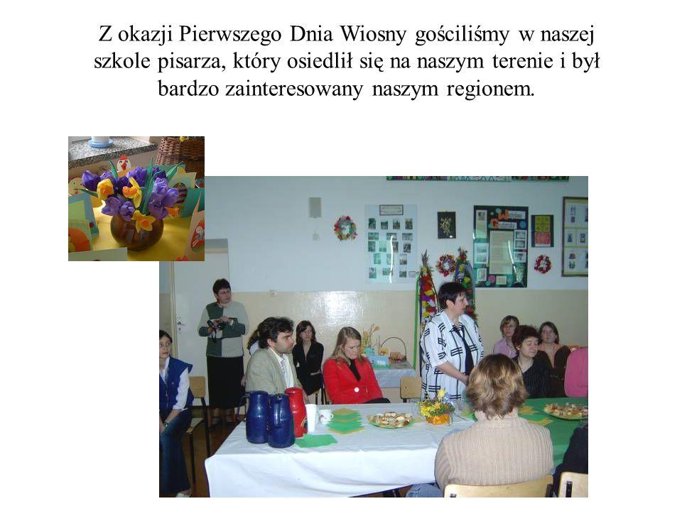 Z okazji Pierwszego Dnia Wiosny gościliśmy w naszej szkole pisarza, który osiedlił się na naszym terenie i był bardzo zainteresowany naszym regionem.