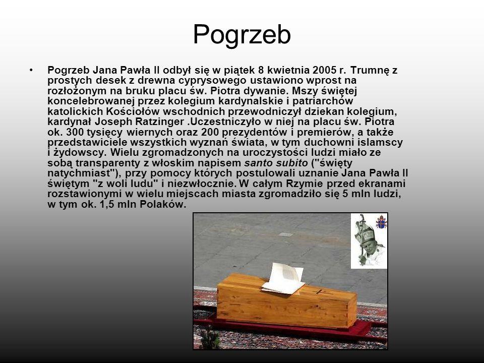 Pogrzeb Pogrzeb Jana Pawła II odbył się w piątek 8 kwietnia 2005 r. Trumnę z prostych desek z drewna cyprysowego ustawiono wprost na rozłożonym na bru