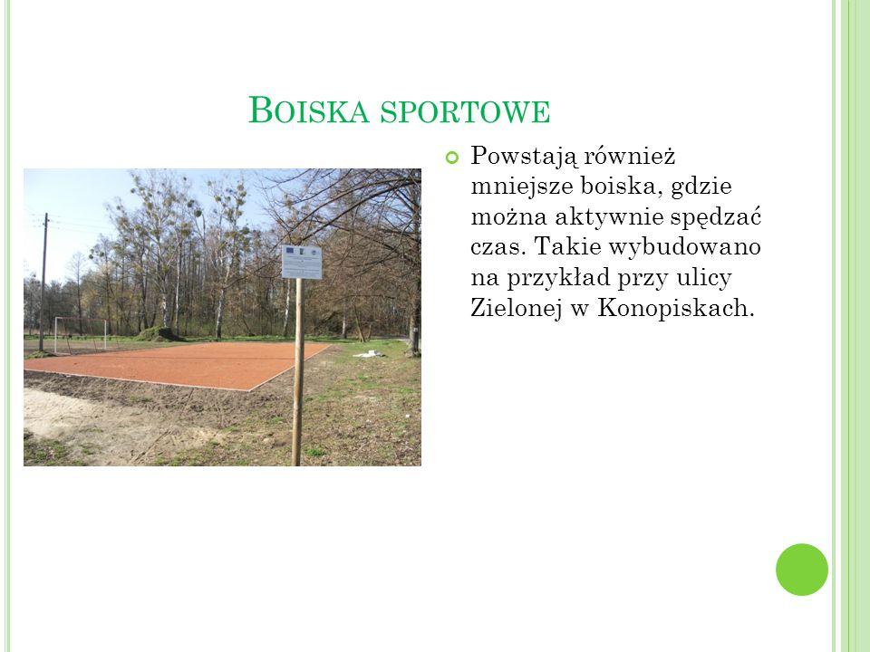B OISKA SPORTOWE Powstają również mniejsze boiska, gdzie można aktywnie spędzać czas. Takie wybudowano na przykład przy ulicy Zielonej w Konopiskach.