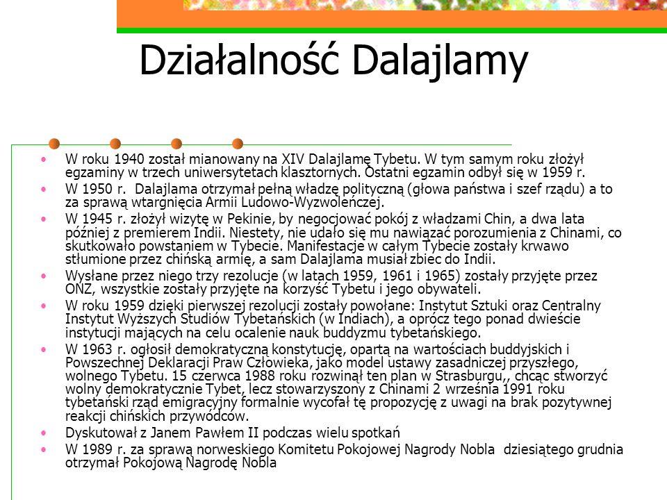 Działalność Dalajlamy W roku 1940 został mianowany na XIV Dalajlamę Tybetu. W tym samym roku złożył egzaminy w trzech uniwersytetach klasztornych. Ost