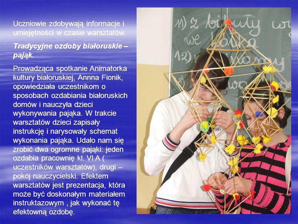 Uczniowie zdobywają informacje i umiejętności w czasie warsztatów. Tradycyjne ozdoby białoruskie – pająk. Prowadząca spotkanie Animatorka kultury biał
