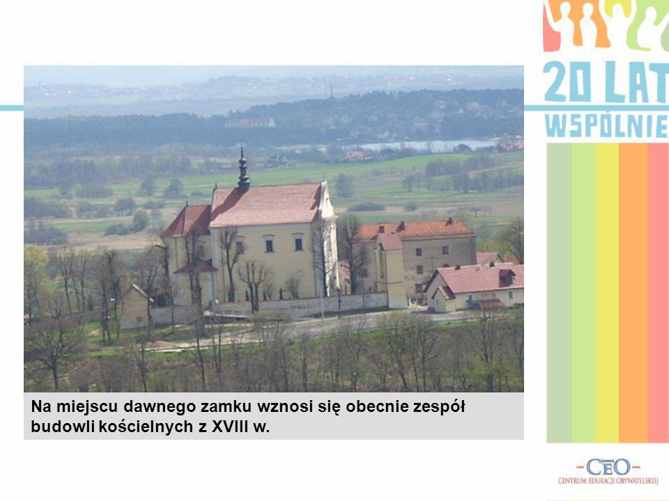 Na miejscu dawnego zamku wznosi się obecnie zespół budowli kościelnych z XVIII w.