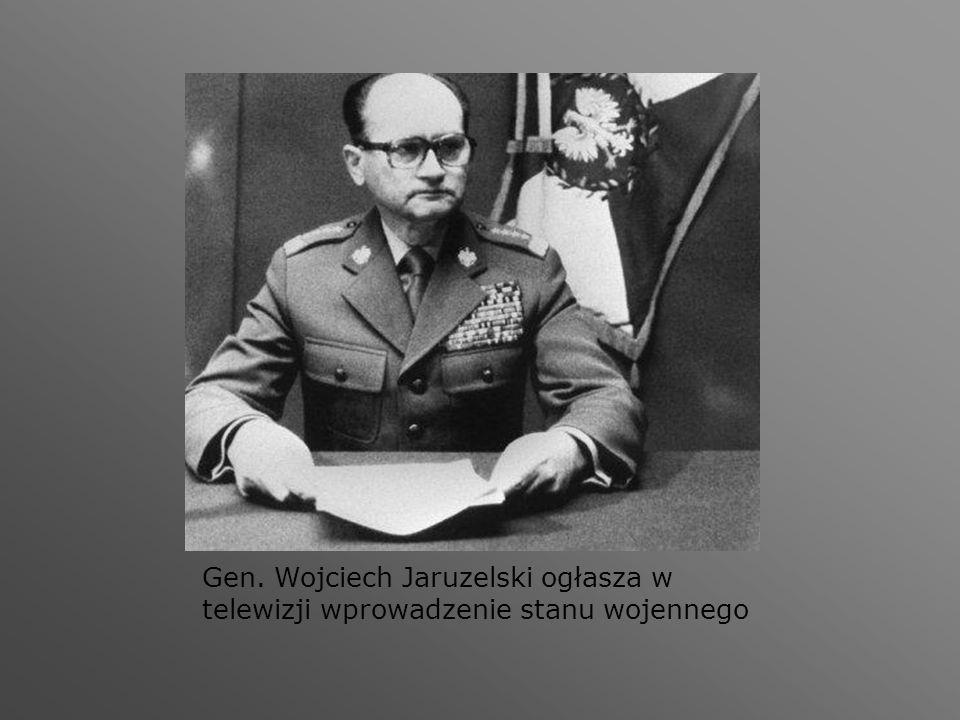Gen. Wojciech Jaruzelski ogłasza w telewizji wprowadzenie stanu wojennego