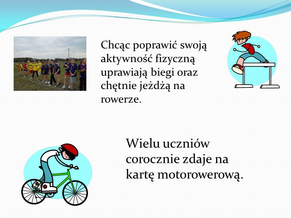 Chcąc poprawić swoją aktywność fizyczną uprawiają biegi oraz chętnie jeżdżą na rowerze. Wielu uczniów corocznie zdaje na kartę motorowerową.