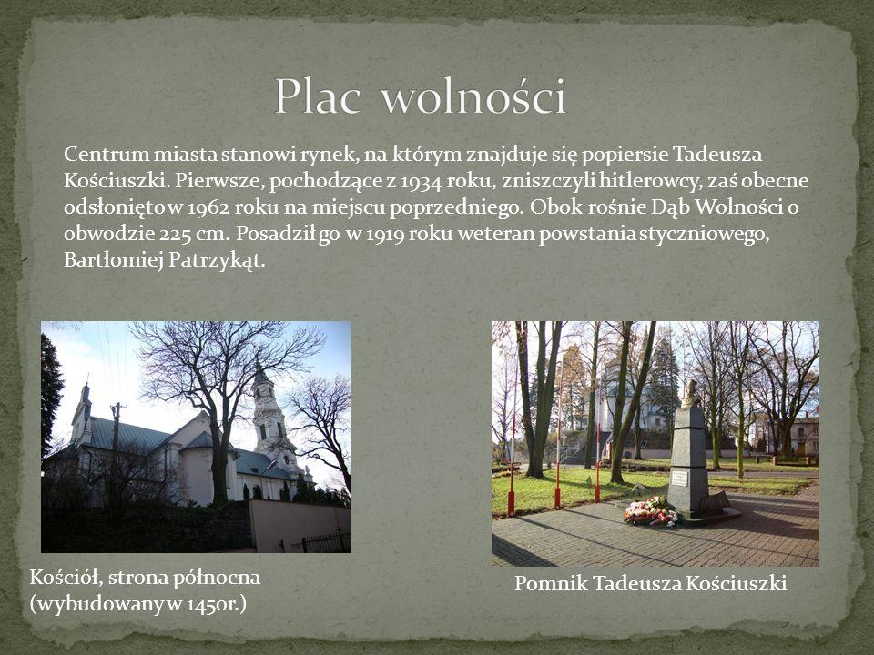Pomnik Tadeusza Kościuszki Kościół, strona północna (wybudowany w 1450r.) Centrum miasta stanowi rynek, na którym znajduje się popiersie Tadeusza Kośc