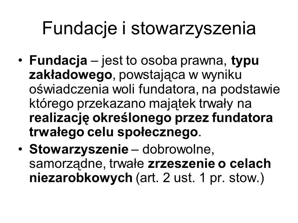 Fundacje i stowarzyszenia Fundacja – jest to osoba prawna, typu zakładowego, powstająca w wyniku oświadczenia woli fundatora, na podstawie którego prz