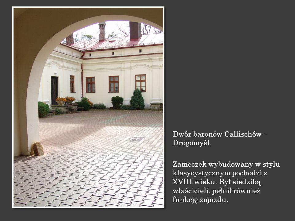 Dwór baronów Callischów – Drogomyśl. Zameczek wybudowany w stylu klasycystycznym pochodzi z XVIII wieku. Był siedzibą właścicieli, pełnił również funk