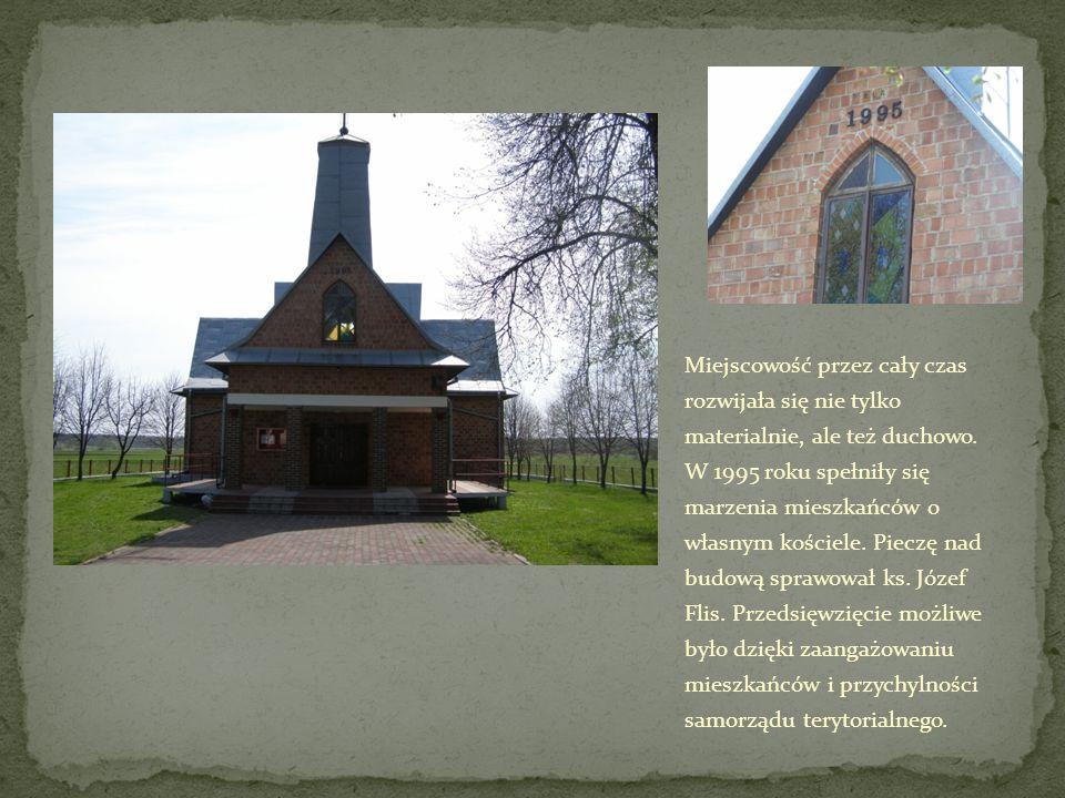 Miejscowość przez cały czas rozwijała się nie tylko materialnie, ale też duchowo. W 1995 roku spełniły się marzenia mieszkańców o własnym kościele. Pi
