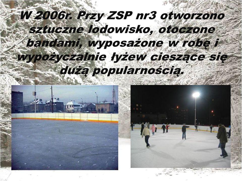 W 2006r. Przy ZSP nr3 otworzono sztuczne lodowisko, otoczone bandami, wyposażone w robę i wypożyczalnie łyżew cieszące się dużą popularnością.