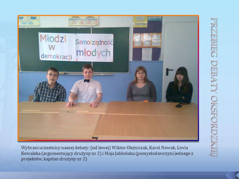 Wybrani uczestnicy naszej debaty: (od lewej) Wiktor Olejniczak, Karol Nowak, Liwia Kowalska (argumentujący drużyny nr 2) i Maja Jabłońska (pomysłodawczyni jednego z projektów, kapitan drużyny nr 2)