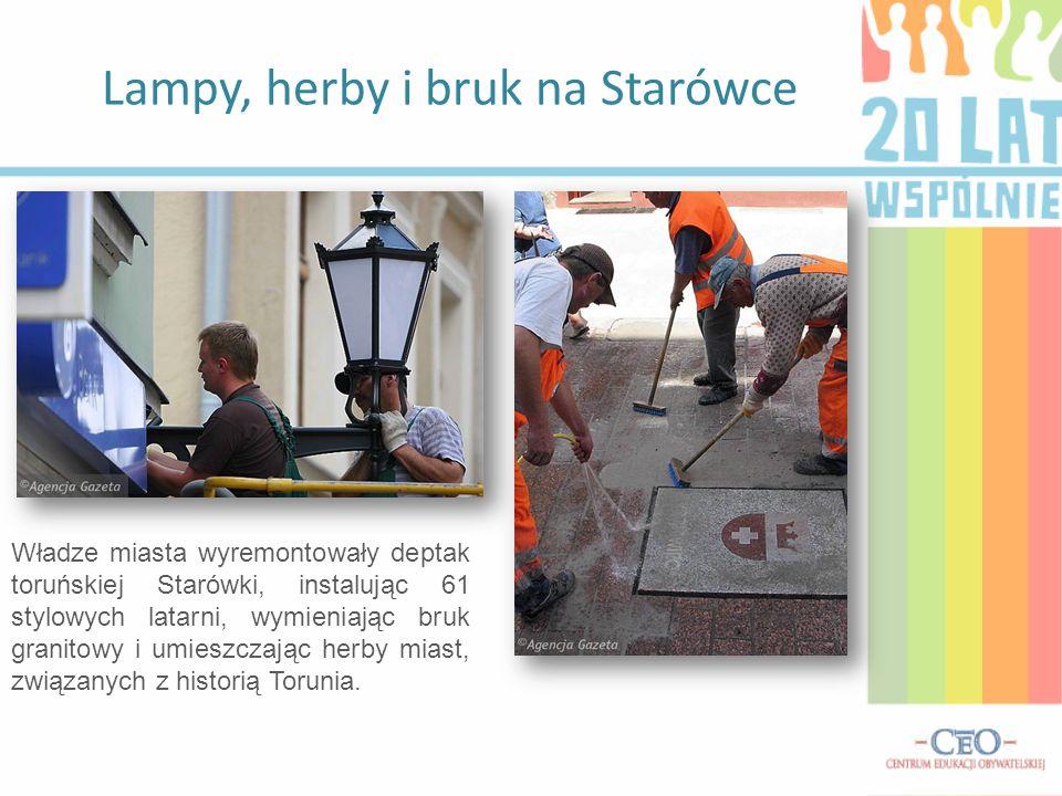 Lampy, herby i bruk na Starówce Władze miasta wyremontowały deptak toruńskiej Starówki, instalując 61 stylowych latarni, wymieniając bruk granitowy i