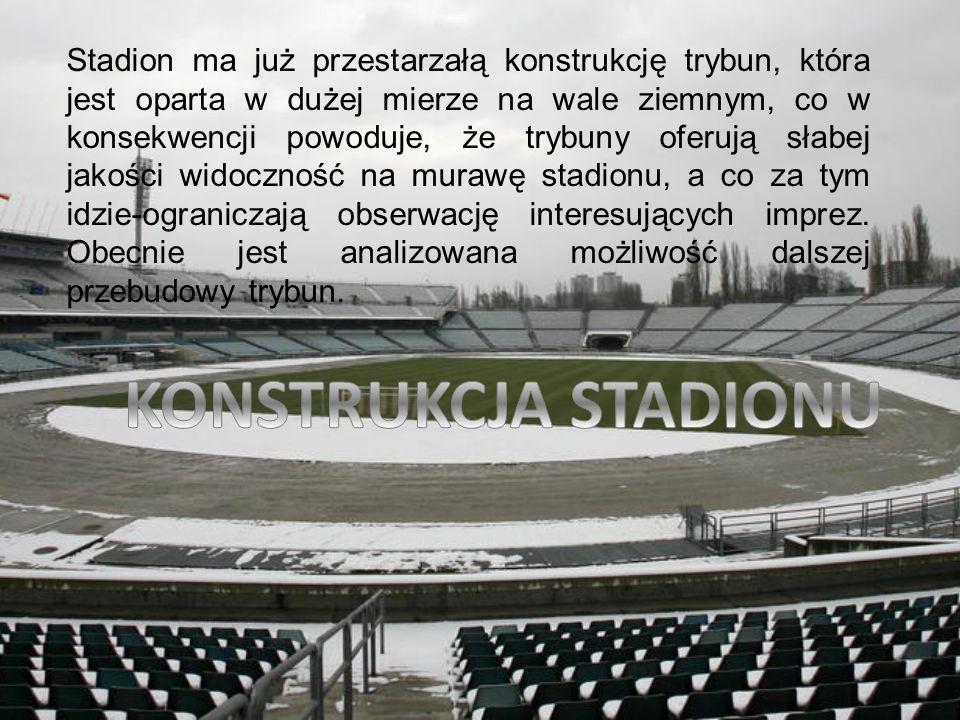 Stadion ma już przestarzałą konstrukcję trybun, która jest oparta w dużej mierze na wale ziemnym, co w konsekwencji powoduje, że trybuny oferują słabe