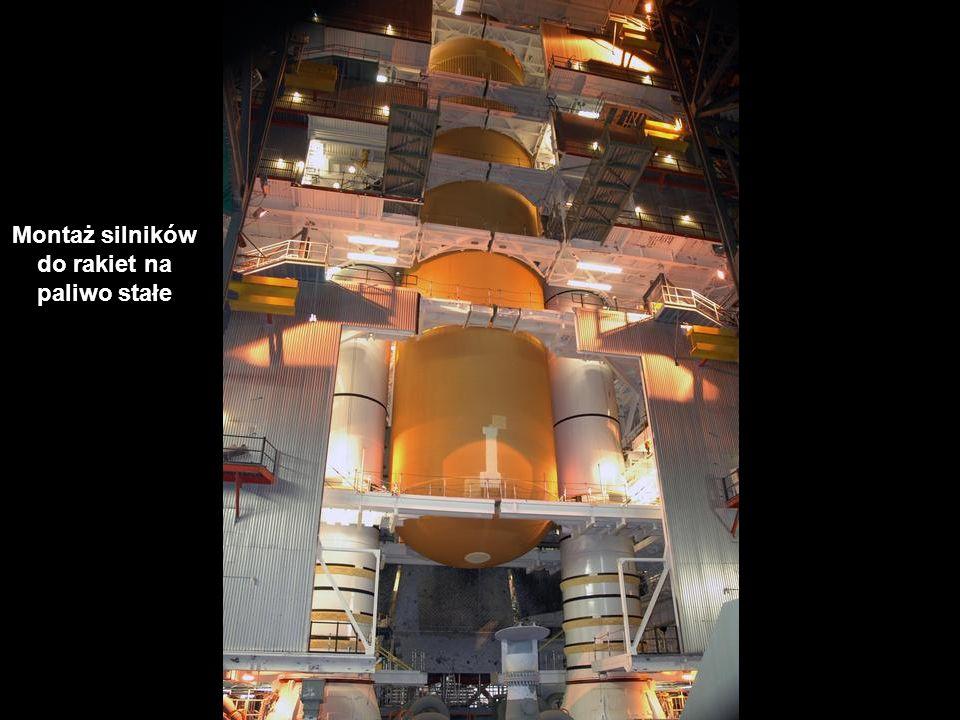 Montaż silników do rakiet na paliwo stałe
