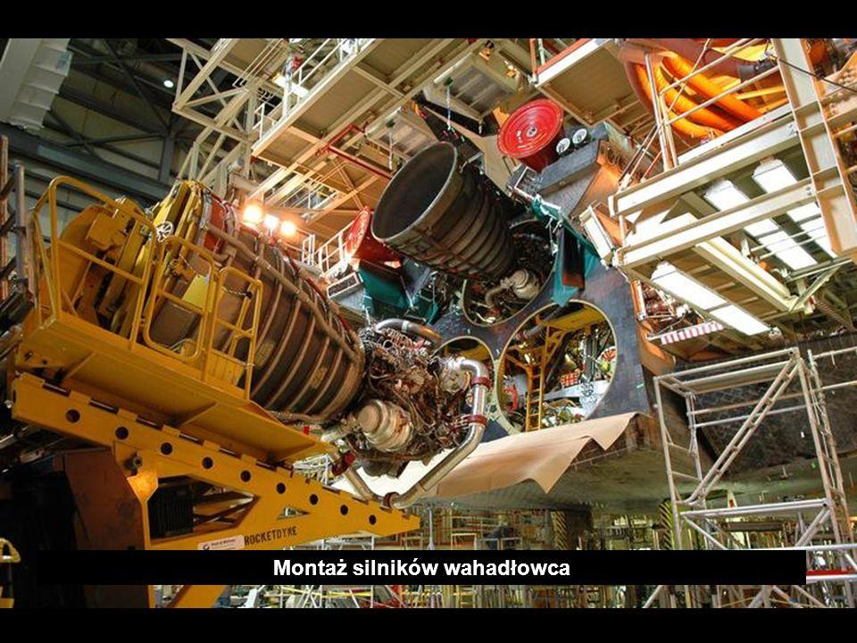 Montaż silników wahadłowca