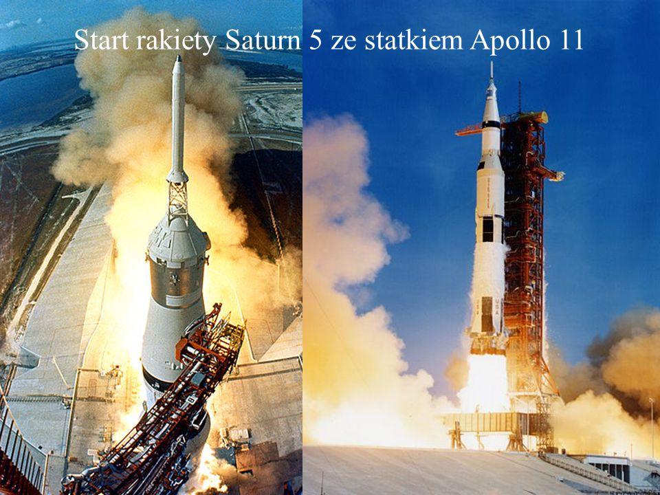 Pierwszym człowiekiem który postawił stopę na Księżycu był Neil Armstrong. Miało to miejsce 20 lipca 1969 roku podczas misji Apollo 11. Od lewej: Neil