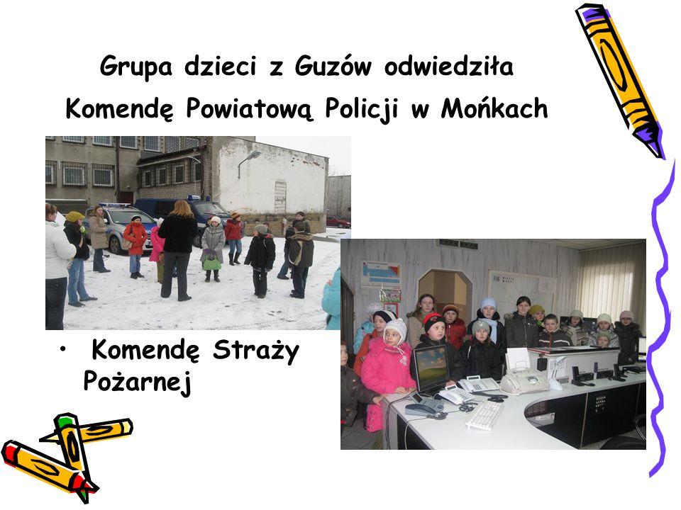 Grupa dzieci z Guzów odwiedziła Komendę Powiatową Policji w Mońkach Komendę Straży Pożarnej