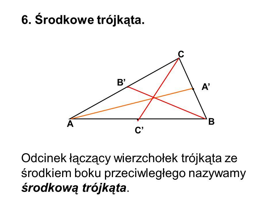 6. Środkowe trójkąta. A' C B' A C' B Odcinek łączący wierzchołek trójkąta ze środkiem boku przeciwległego nazywamy środkową trójkąta.