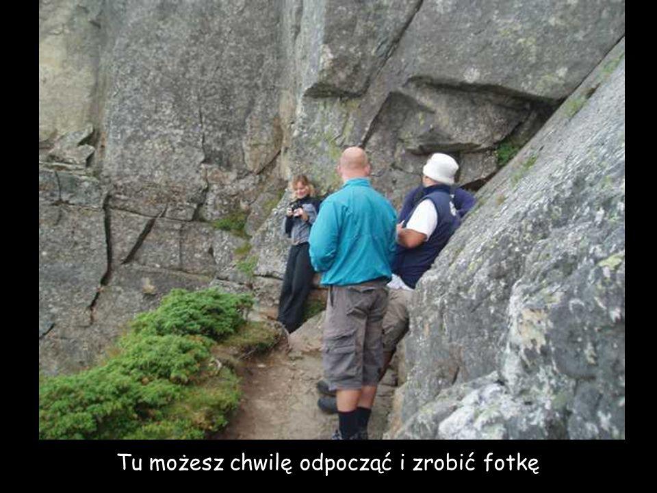 musisz wspinać się po sterczących kamieniach