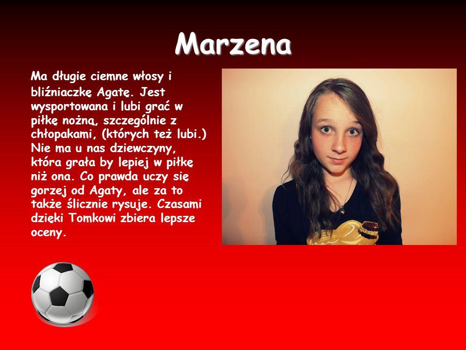 Marzena Ma długie ciemne włosy i bliźniaczkę Agatę. Jest wysportowana i lubi grać w piłkę nożną, szczególnie z chłopakami, (których też lubi.) Nie ma