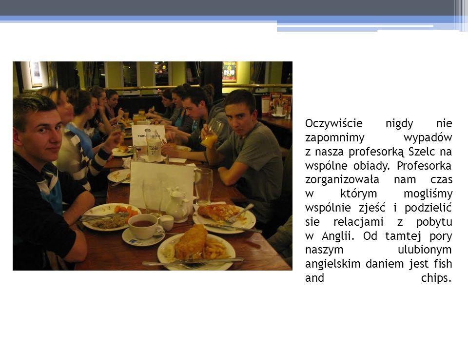 Oczywiście nigdy nie zapomnimy wypadów z nasza profesorką Szelc na wspólne obiady. Profesorka zorganizowała nam czas w którym mogliśmy wspólnie zjeść