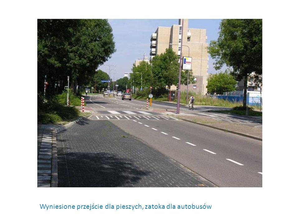 Wyniesione przejście dla pieszych, zatoka dla autobusów