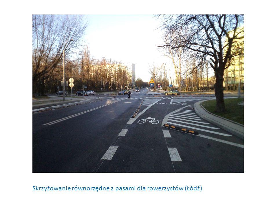 Skrzyżowanie równorzędne z pasami dla rowerzystów (Łódź)