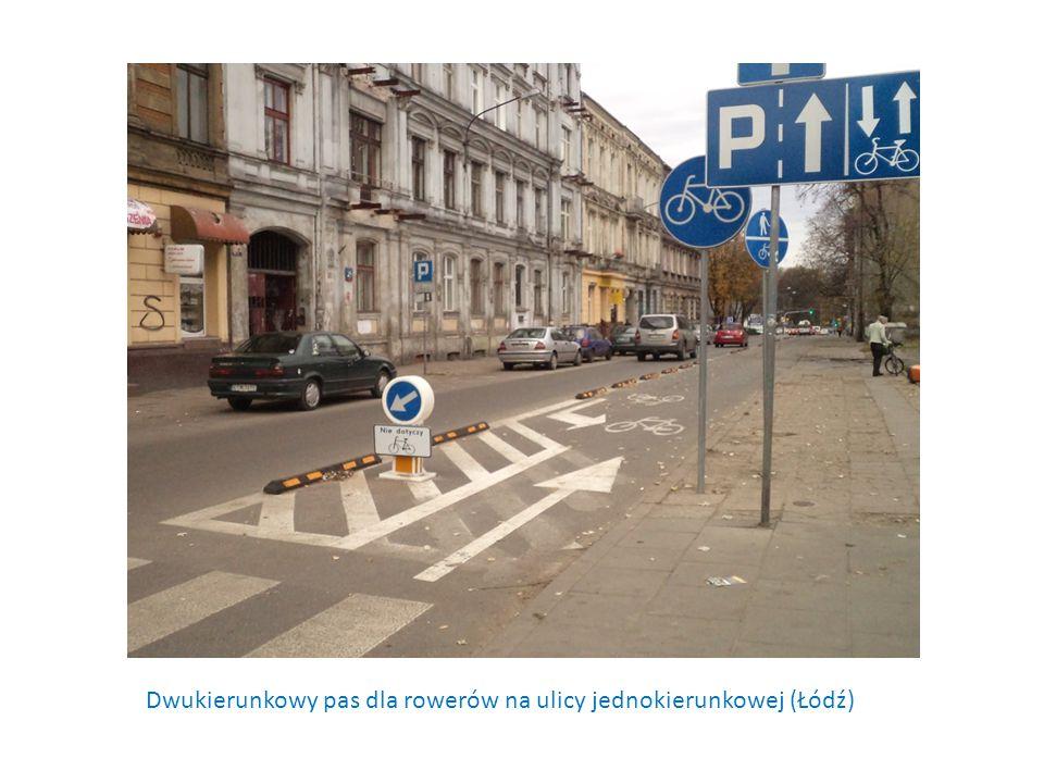 Dwukierunkowy pas dla rowerów na ulicy jednokierunkowej (Łódź)
