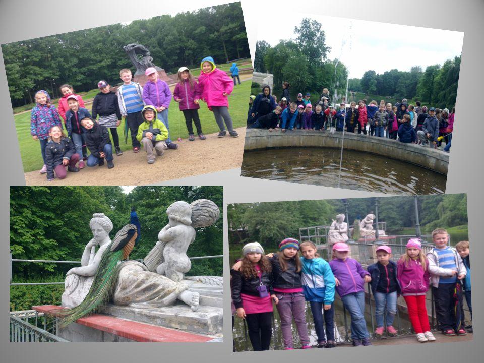 Łazienki Królewskie zwane Parkiem Na Wodzie i pomnik polskiego pianisty Fryderyka Chopina