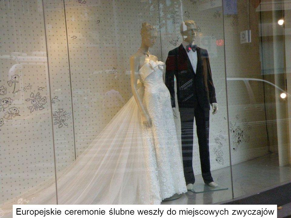 Europejskie ceremonie ślubne weszły do miejscowych zwyczajów