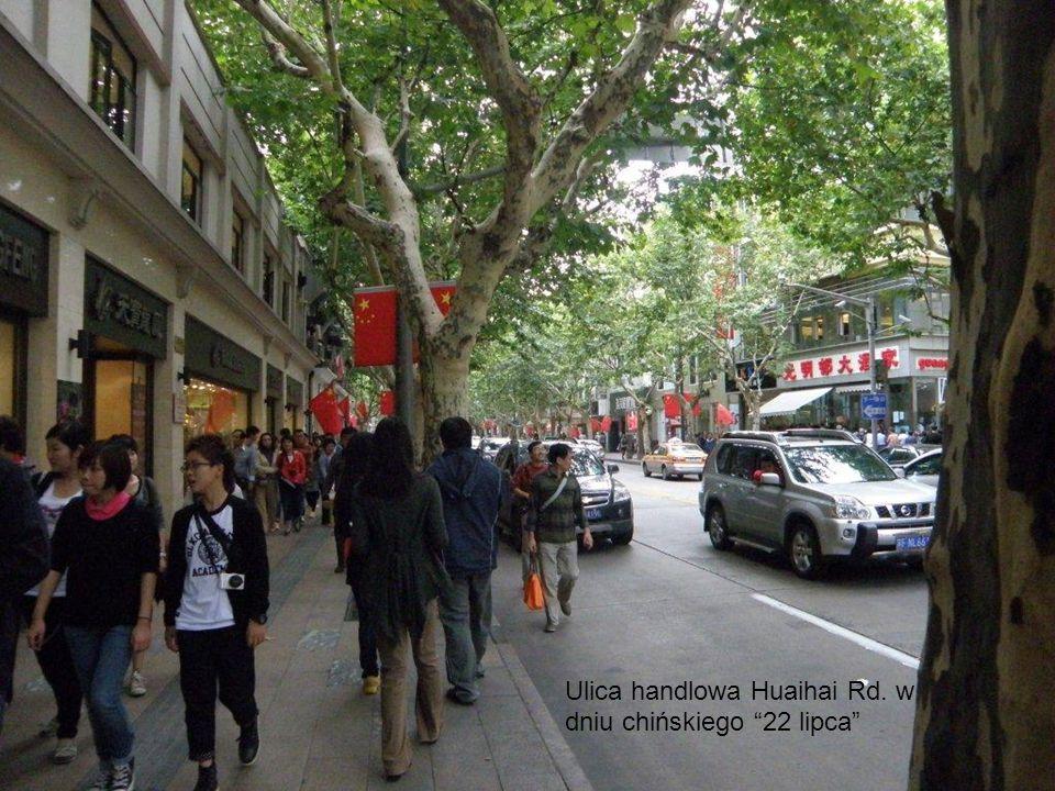 Ulica handlowa Huaihai Rd. w dniu chińskiego 22 lipca