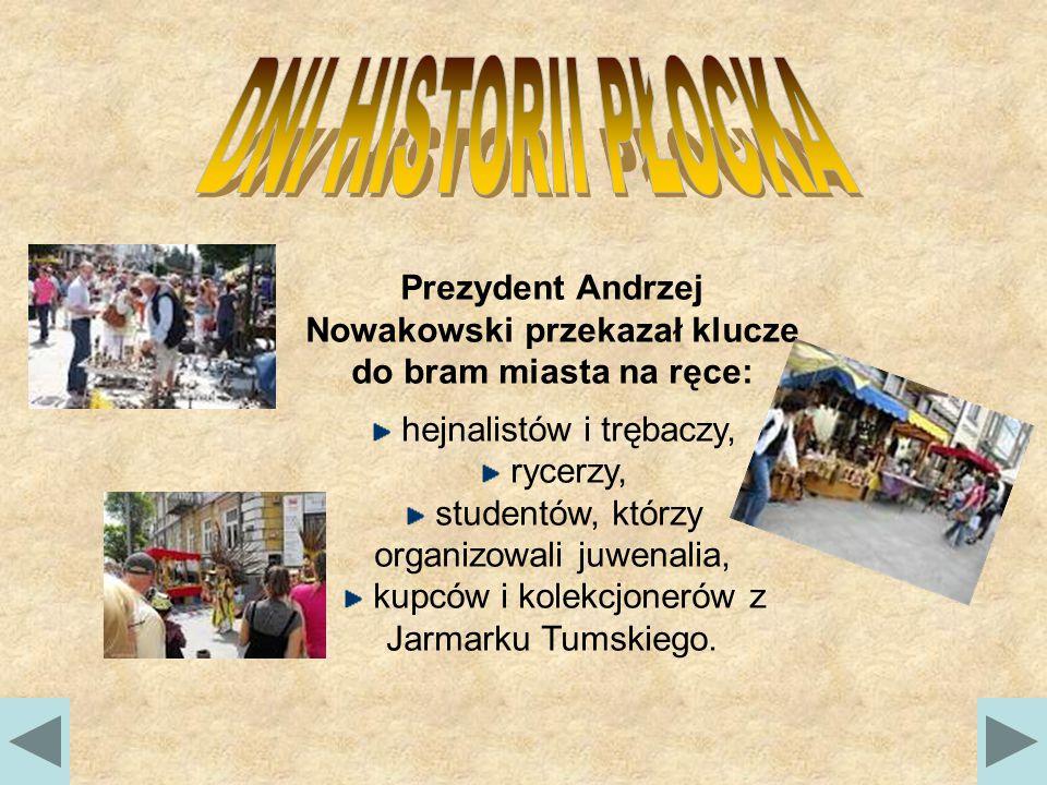 Prezydent Andrzej Nowakowski przekazał klucze do bram miasta na ręce: hejnalistów i trębaczy, rycerzy, studentów, którzy organizowali juwenalia, kupców i kolekcjonerów z Jarmarku Tumskiego.