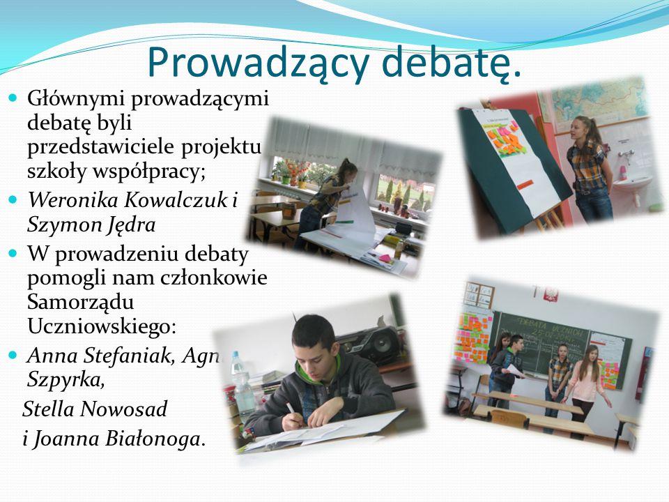 Prowadzący debatę.