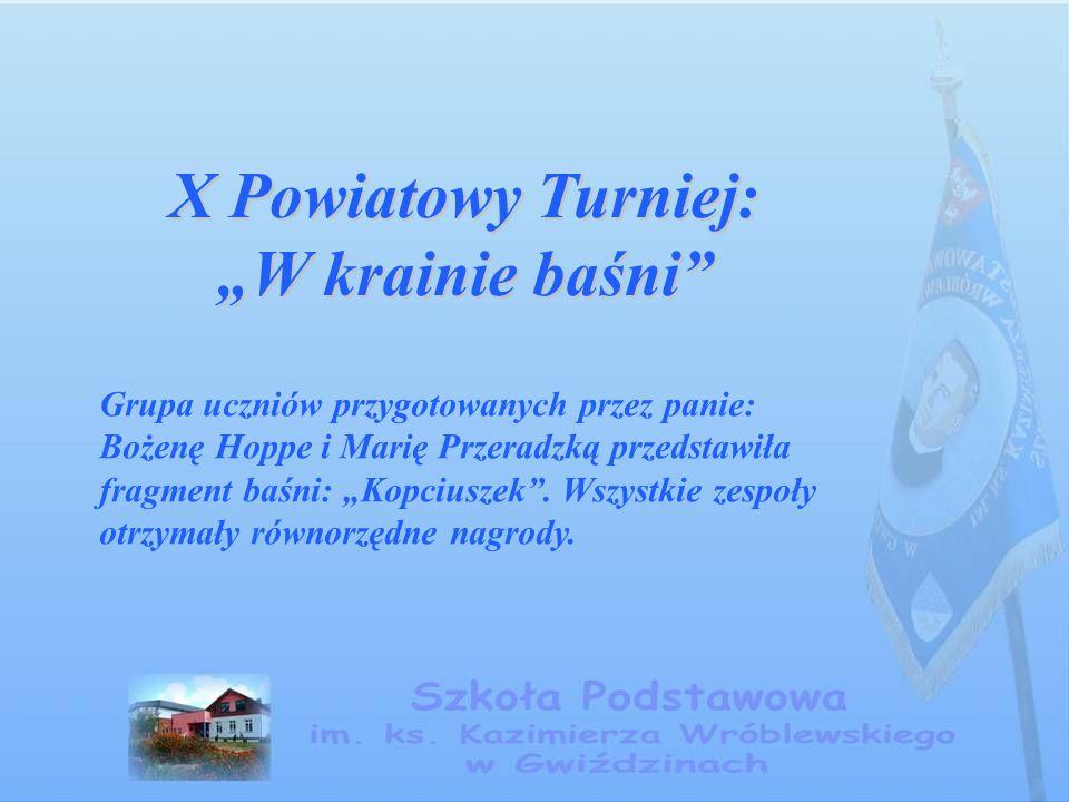 """X Powiatowy Turniej: """"W krainie baśni"""" Grupa uczniów przygotowanych przez panie: Bożenę Hoppe i Marię Przeradzką przedstawiła fragment baśni: """"Kopcius"""